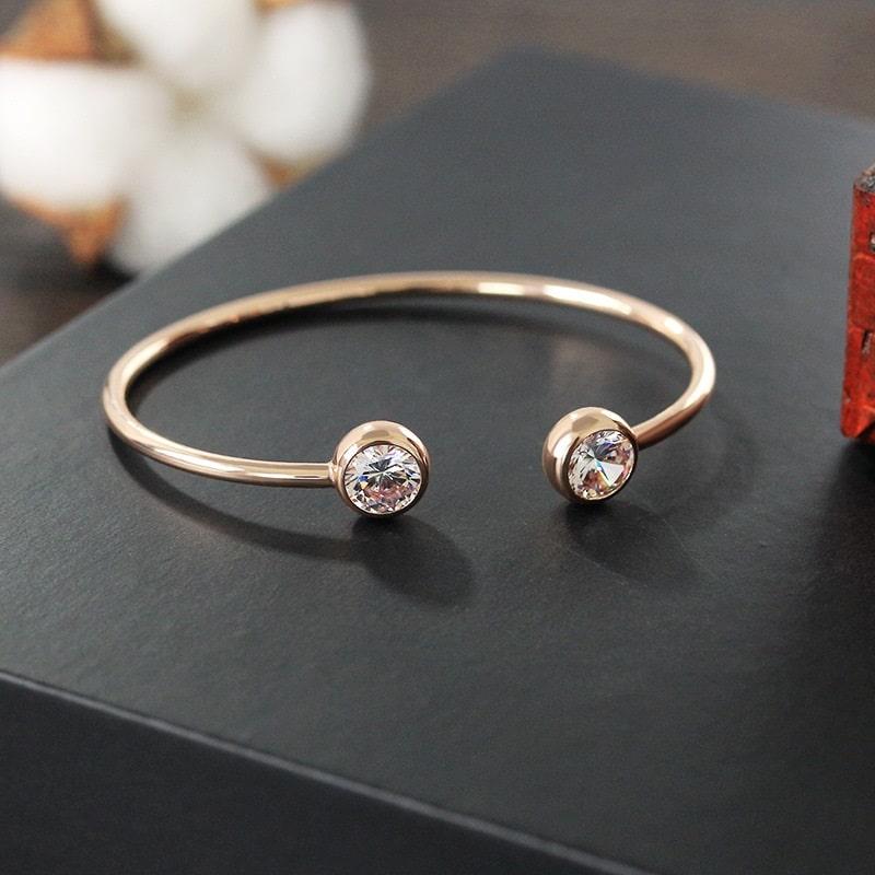 Beau bracelet jonc rose à strass