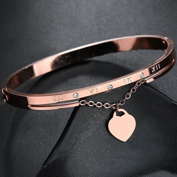 Beau bracelet rose mariage avec coeur