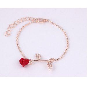 Bracelet avec une rose rouge