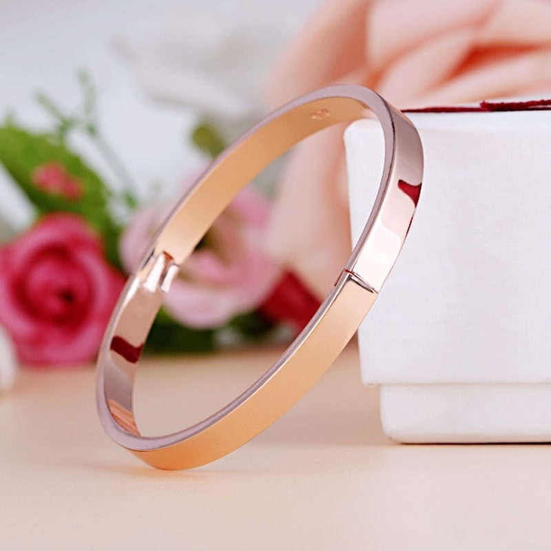 Bracelet rigide rose féminin