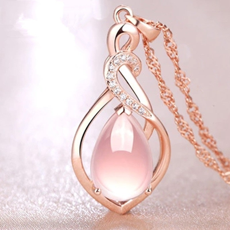 Beau collier rose mariage