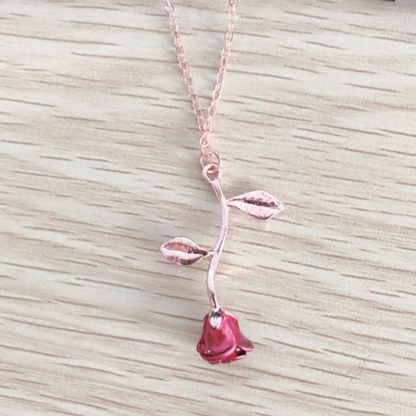 Collier rose a l'envers