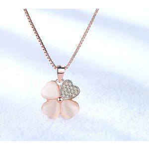 collier trèfle nacré rose avec strass
