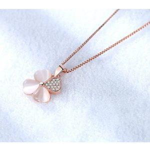 collier trèfle nacré rose avec strass, féminin