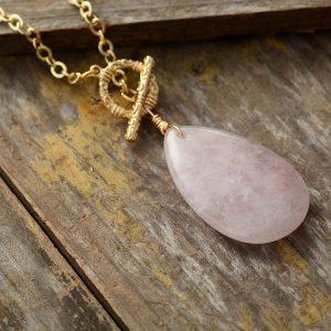 Collier avec pierre en quartz rose