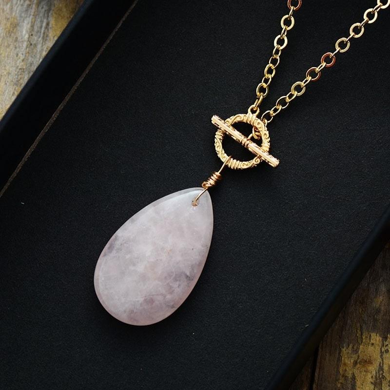 Collier avec pierre en quartz rose travaillé