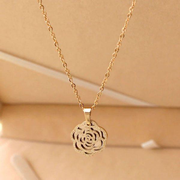 Collier forme de rose