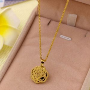 Collier forme de rose or