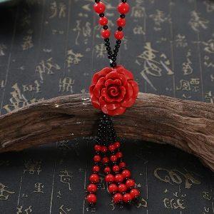 Collier rose rouge et noir à perles